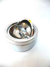 Moderne Aschenbecher aus Metall