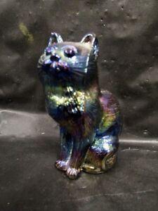Fenton  Iridized  Cat / Kitten   --   Nice  -  Quality Piece
