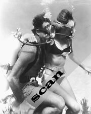 JAMES BOND THUNDERBALL Claudine Auger & SEAN CONNERY underwater 8X10 PHOTO #1090