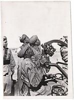 Italienische Kolonialsoldaten an der Flak. Orig-Pressephoto, von 1942