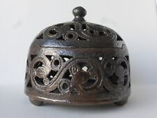 Petite boite tripode à volutes ajourées en grès émaillé, métal , de Rémi Dorier