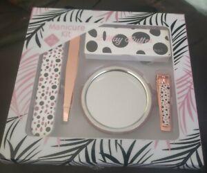 Diamond Cosmetics Manicure Set 5 Piece: Tweezers, Clippers, File, Buffer, Mirror