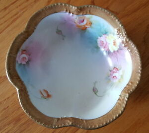 """Nippon Porcelain Bowl, Tri-Footed, Hand Painted 6"""" w/Gold Accents"""