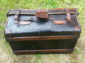Vintage Leather Bound Cabin Trunk Coffee Table Chest Toy Box. OF LOCAL INTEREST.