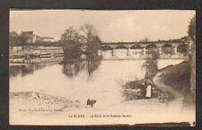 LE BLANC (36) BATEAU LAVOIR , VILLA & PONT , LAVANDIERES au premier plan en 1920