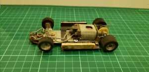 Vintage metal chassis with motor 1/32 made in argentina RARe and old
