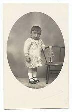 BM802 Carte Photo vintage card RPPC Bébé avec poupée ancienne doll puppe old