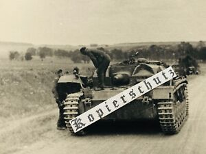 Foto StuG Sturmgeschütz III beim Halt Kettenproblem Russland 2. Weltkrieg