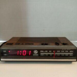 General Electric Model 7-4624B GE AM/FM Digital Alarm Clock Radio