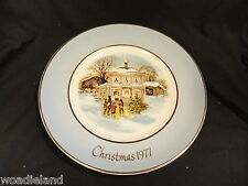 Avon Wedgwood 1977 Christmas Plate Carollers in the Snow
