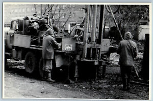 WORKERS Old CAR machine for drilling ZIL Palification USSR Soviet Orig Photo