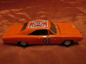 1981 ERTL Dukes of Hazzard General Lee Diecast 69 Dodge Charger Car 1/25th Scale