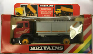 BRITAINS FARM TOYS 9583 IVECO  FIAT TIPPER TRUCK / LORRY RARE RED CAB MODEL