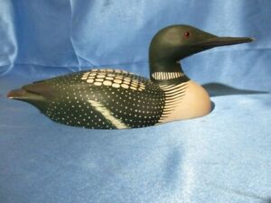 """10955 ~ Vintage """"TOM AHERN"""" Hand Carved Wooden """"COMMON LOON"""" Decoy Sculpture"""
