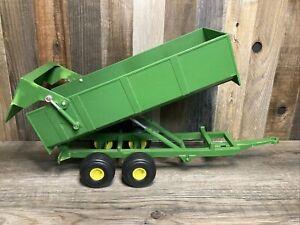 Jonh Deere Ertl Plastic Dump Tilt Trailer Wagon #F0512Q00