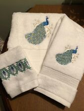 Set - Embroidered Bath Towel, hand towel, washcloth - Peacock and feather design
