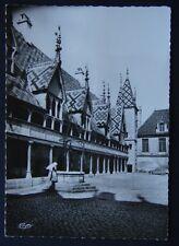 Beaune Hotel Dieu Cour d'Honneur CIM Postcard (P219)
