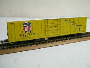 "ATHEARN HO "" UNION PACIFIC FRUIT EXPRESS ""  70' YELLOW REFRIGERATOR CAR-NICE!"