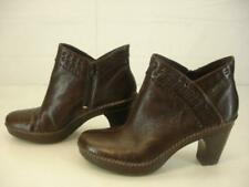 Womens 8.5 M INDIGO by CLARKS Hawthorn Brown Leather Ankle Boots Booties Zipper
