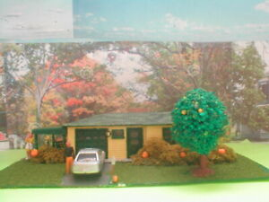 HO scale house yellow  diorama detailed,painted, light