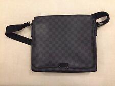 Louis Vuitton Damier Graphite Canvas GM District Men's Messenger Bag