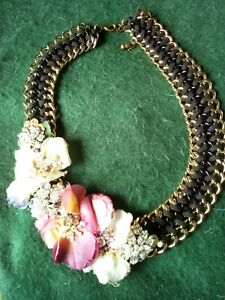 Vintage gold tone heavy chain/leather necklace with  flowers to side