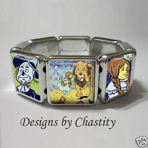 Wizard Of Oz Bracelet Stretch Charm Dorothy Toto Lion Tin Man Scarecrow VTG Art