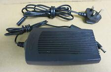 Compaq Series 2902 AC Power Adapter 18.6V 2.8A