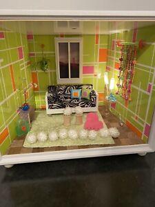 American Girl Mini Illuma Room Green Pink Orange Room, Plug, Accessories
