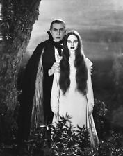 Hollywood PHOTO 0143 Bela Lugosi as vampire with Carroll Borland