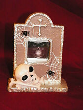 NEW HALLOWEEN TOMB GRAVE STONE SKULL & CROSSBONES PHOTO PICTURE FRAME HOLDER