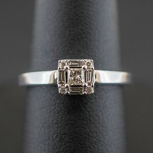 (wi1) 9CT White Gold Diamond Cluster Ring 2.7 Grams Size M