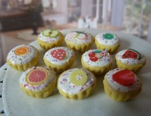 DOLLS HOUSE MINIATURE FOOD * 10 X FROSTED FRUIT CUPCAKES * COMBINED P+P