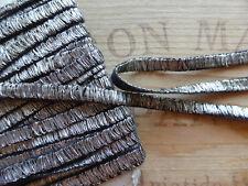 PASSEMENTERIE ANCIENNE-GALON PLAT FIL D'ARGENT sur COTON NOIR-0,7cm-Au m