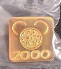 2000 DISNEYLAND CASTLE ANNUAL PASSPORT/PASSHOLDER GOLD MICKEY EARS DISNEY PIN