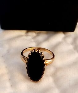 Beautiful vintage 10ct Yellow Gold and Onyx Ladies Ring, 1.7g