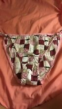 Vtg 80s string bikini polyester panties, S size. Pink & maroon square print.