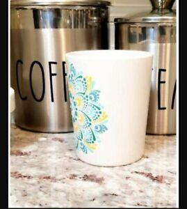 Magnefique coffee mugs