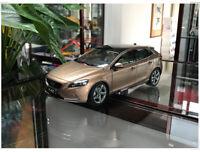1/18 VOLVO V40 Station wagon Diecast Car Model kids Boy Girl Gifts Bronze/White