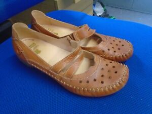 Pikolinos tan leather Mary Jane shoes size 5/38