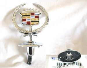 NEW 2000 2001 CADILLAC DEVILLE CHROME HOOD ORNAMENT AND RETAINER - 25711039