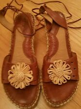BORN BROWN SANDALS W/RAFIA FLOWER & LACE UP AROUND LEG WOMENS SZ 10 EXCELLENT