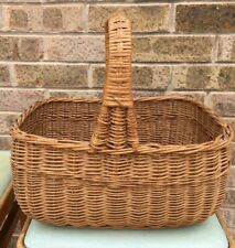 VINTAGE/RETRO WICKER SHOPPING BASKET WITH HANDLE/STORAGE CONTAINER
