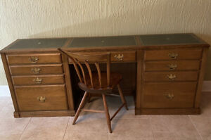 Vintage Chippendale style Executive Knee-Hole Desk w/leather top