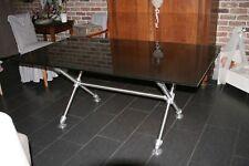 TABLE DE SALLE A MANGER MODERNE.