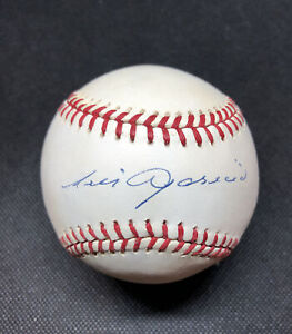 Luis  Aparicio Signed Autographed Baseball. JSA