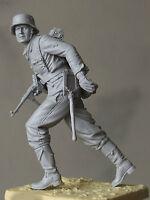 german soldier Mp run scale 1:16  Resin kit 120 mm