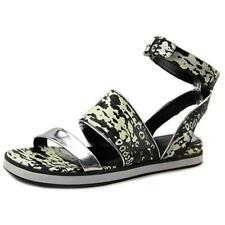Sandali e scarpe nere per il mare da donna dal Brasile