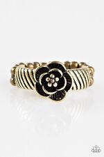 Paparazzi - Fleur De Fabulous Brass Ring