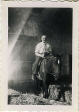 PHOTO ANCIENNE - VINTAGE SNAPSHOT - ANIMAL CHEVAL HOMME MODE CRAVATE - HORSE